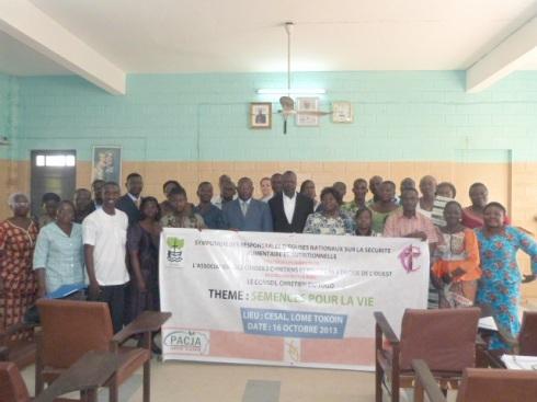 Photo de groupe des partcipants au symposium